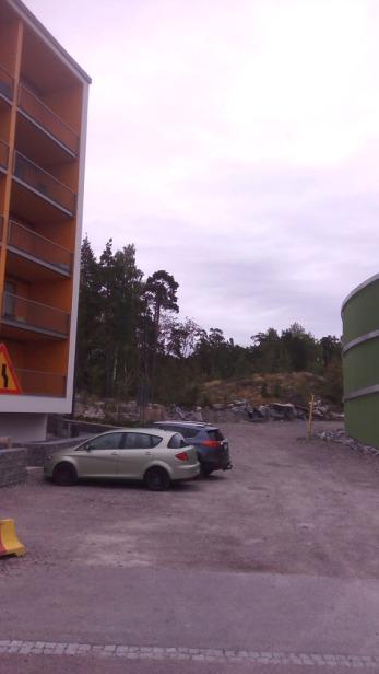 Asuntosäätiön ASO-talo rakentuu tuonne kalliollle, mutta ajankohta ei ole selvillä. Varmaankin noin vuonna 2018